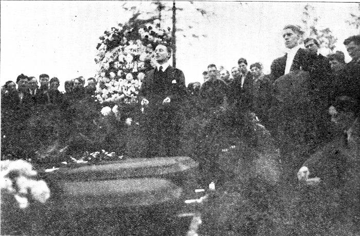 Charles Ashleigh speaking at the funeral, of Looney, Baran and Gerlot.