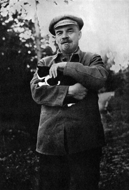Lenin With Cat, 1922