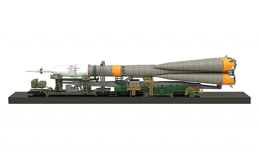 Soyuz Rocket and Transport Train 1/150 Scale Model Kit